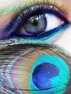 Peacock Inspired Make-up. Definitely doing this for my Peacock costume! Love Makeup, Makeup Tips, Beauty Makeup, Makeup Looks, Hair Makeup, Makeup Ideas, Pfau Make-up, Peacock Eye Makeup, Peacock Costume