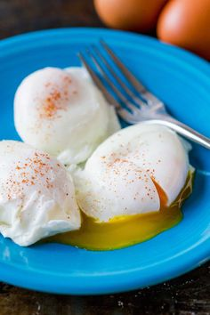 Best Poached Eggs, Perfect Poached Eggs, Poached Egg Recipes, How To Make A Poached Egg, How To Cook Eggs, Making Poached Eggs, Healthy Breakfast Recipes, Healthy Recipes, Breakfast Ideas