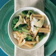 Penne with broccoli and chilli Penne, Pasta, Broccoli And Cheese, Food For Thought, Mozzarella, Soup, Cooking, Ethnic Recipes, Household