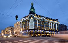 Singer_House_in_Saint_Petersburg_at_Night.jpg (4300×2768)