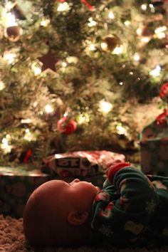 Get inspired for this holiday season with this adorable baby photo from markandjamiewalker.blogspot.com