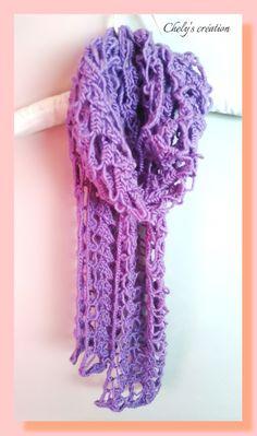écharpe à la fourche fil à tricoter de couleur mauve effet dentelle : Echarpe, foulard, cravate par chely-s-creation