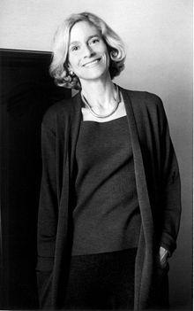 Martha Nussbaum  (Nueva York, 6 de mayo de 1947) es una filósofa estadounidense. Sus intereses se centran, en particular, en la filosofía antigua, la filosofía política, la filosofía del derecho y la ética.