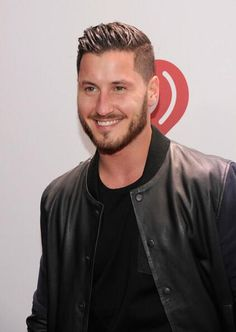 val chmerkovskiy jingle ball interview