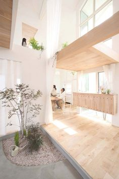 Ooohhh!!! The light, the blond wood, the high ceilings, the plants!!! LOVE IT! Charming Japanese Residence Blurring Indoor/Outdoor Boundaries: Kofunaki House