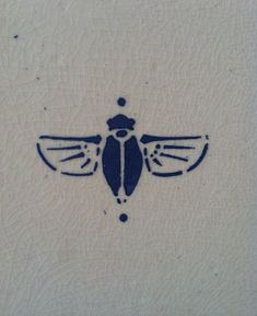 closeup of the art deco bee  (oo!)