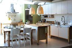 Bois et inox pour une cuisine esprit loft Ikea Varde Kitchen Island, Unfitted Kitchen, Kitchen Reno, New Kitchen, Kitchen Dining, Kitchen Ideas, Galley Kitchens, Home Kitchens, Varde Ikea