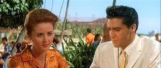 A professora Abigail Prentice [Nancy Walters] e Chade [Elvis Presley]