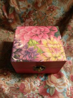 caja floral  madera,papel,acrilicos decoupage