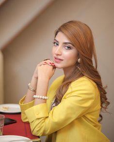 Girl Pictures, Girl Photos, Kinza Hashmi, Dps For Girls, Photography Poses Women, Stylish Girls Photos, Cute Girl Poses, Pakistani Actress, Girls Dpz
