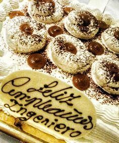 Cuatro años celebrado su cumpleaños con Polvito Uruguayo. ¿Cómo ha podido vivir el ingeniero todo este tiempo sin este postre en Madrid? Feliz cumpleaños, caballero.