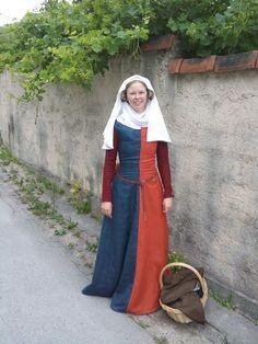 The Reenactor's Porn Medieval Dress Pattern, Medieval Gown, Medieval Costume, Historical Costume, Historical Clothing, Viking Dress, Viking Clothing, Medieval Fashion, European Fashion