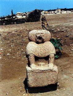 Statue du dieu Thot au nom de Psousennès Ier, trouvée dans les ruines du temple de Khonsou de Tanis. XXIe dynastie. Sân el-Hagar.