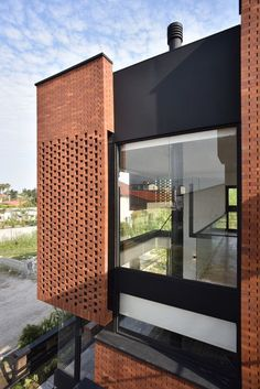 Gallery of Maziar Brick House / Naghshe Khak Architectural Group - 39 Modern Brick House, Brick House Designs, Brick Design, Design Design, Design Exterior, Facade Design, Brick Architecture, Contemporary Architecture, Brick Face