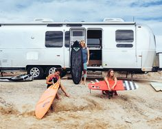 The 2013 ROXY Montauk Classic with Stephanie Gilmore in Ditch Plains, Montauk, NY Vintage Airstream, Vintage Travel Trailers, Vintage Rv, Surf Van, Roxy, England Beaches, Pro Surfers, Learn To Surf, Surf Trip