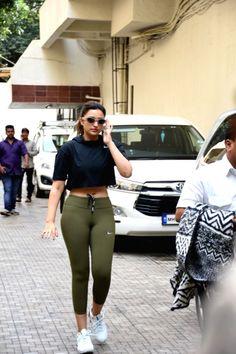 Parineeti Chopra seen at Khar Bollywood Actress Hot Photos, Indian Actress Hot Pics, Indian Bollywood Actress, Bollywood Girls, Beautiful Bollywood Actress, Most Beautiful Indian Actress, Bollywood Fashion, Bollywood Bikini, Hot Actresses