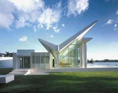 Neugebauer House, Naples, Florida, 1995-1998 by Richard Meier    One of my favorite Australian architects