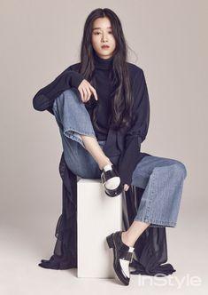 Seo Ye Ji - InStyle Magazine Februar-Ausgabe 16 - Koreanische Fotoshootings Source by Female Pose Reference, Pose Reference Photo, Drawing Reference Poses, Body Reference, Drawing Poses, Instyle Magazine, Cosmopolitan Magazine, Look Fashion, Korean Fashion