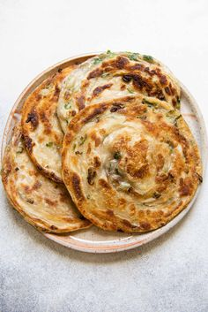 Flaky Scallion Pancakes with Shallots - Extra Flaky Scallion Pancakes – step-by-step photos with video! Food Porn, Vegetarian Recipes, Cooking Recipes, Healthy Recipes, Healthy Food, Scallion Pancakes, Asian Recipes, Love Food, The Best