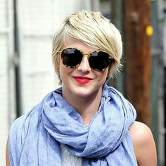 See what Julianne Hough paired with her oversize scarf for the perfect spring look: Pixie Haircut For Thick Hair, Longer Pixie Haircut, Bob Haircut With Bangs, Trending Hairstyles, Short Bob Hairstyles, Pretty Hairstyles, Blonde Hairstyles, Pixie Haircuts, Short Hair With Layers