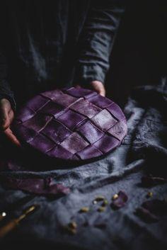 Apple pie with a purple blueberry crust Köstliche Desserts, Dessert Recipes, Plated Desserts, Pie Recipes, Baking Recipes, Call Me Cupcake, Sweet Pie, Let Them Eat Cake, Smitten Kitchen