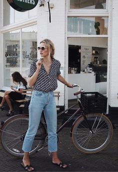 All the details you need to build yourself a student capsule wardrobe. Look stylish on a budget... Yes please - click to read the post.