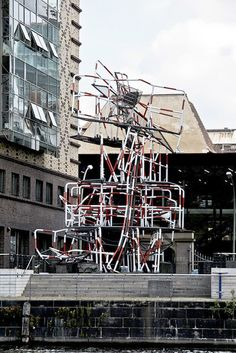"Das Berliner ""Randale Denkmal"" -   ""13. April 1981"" vonOlaf Metzel, Stralauer Allee, Berlin-Friedrichshain, Foto: Soundmonster via flickr"