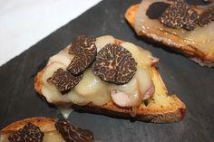 Crostini con tartufo nero invernale