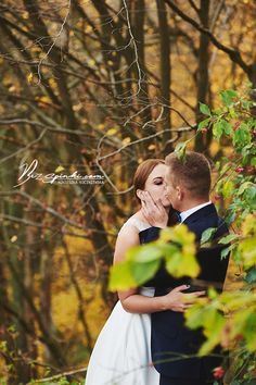 Wedding session in autumn . Inspiration. Fall. Gold. Wedding couple.