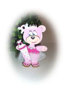 +Einschulung Geldgeschenkhalter Bär+    Ein süßer Geldgeschenkhalter aus Holz, Bär, handbemalt mit Acrylfarbe in rose-creme, mit bemalter Schultüte...