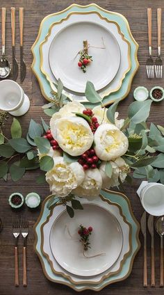 Gorgeous Christmas Tablescape with White Peonies and A Soft Green Theme - Casa de Perrin - Christmas Table Ideas Christmas Table Centerpieces, Christmas Table Settings, Christmas Tablescapes, Centerpiece Decorations, Decoration Table, Flower Decorations, Christmas Decorations, Holiday Tablescape, Elegant Christmas