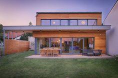 HAUS IN WR. NEUDORF: Modern Häuser von AL ARCHITEKT
