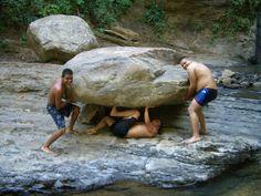 Pequeña piedra en cascada
