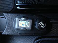 """www.fvauto.it VETTURA PERFETTA!!! CARROZZERIA ED INTERNI IN OTTIME CONDIZIONI TAGLIANDO EFFETTUATO GOMME ESTIVE AL 75% Climatizzatore Cerchi in lega da 15"""" Fendinebbia Specchietti retrovisori elettrici e sbrinabili Radio cd + mp3 + bluetooth, comandi vocali, vetri elettrici sedile posteriore sdoppiato Servosterzo Volante regolabile Sedile guida regolabile in altezza Doppie chiavi presenti Tagliandi dimostrabili rete ufficiale FIAT, traction control, ESP controllo di stabilità www.fvauto.it"""