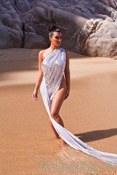 Kim Kardashian Sexy Curvy Girl In a Solar Towel - Best Hot Girls Pics Kim Kardashian Latest Pics, Looks Kim Kardashian, Kardashian Style, Kardashian Jenner, Kourtney Kardashian, Kim Kardashian Photoshoot, Kylie Jenner, Kardashian Familie, Non Blondes