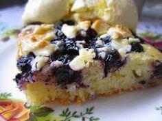 Mustikkapiirakka valkosuklaa Muffin, Breakfast, Desserts, Food, Breakfast Cafe, Tailgate Desserts, Muffins, Deserts, Meal