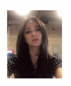 Song Hye Kyo Style, Asian Makeup Looks, Beauty Makeup, Hair Beauty, Fall Makeup, Korean Celebrities, Beautiful Asian Women, Korean Actresses, Celebrity Hairstyles