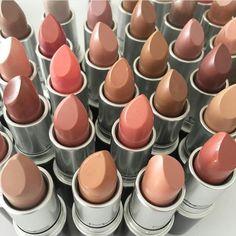 Nude nude e ancora nude!   I rossetti @maccosmetics sono i più apprezzati al mondo soprattutto per le loro nuance naturali un vero must have in ogni make up collection!  I più famosi? Velvet Teddy Mehr Creme D'Nude Taupe e Kinda Sexy solo per citarne alcuni  Qual è il vostro preferito? (pic: @cherwebbmakeup )  #mac #maccosmetics #maclipstick #maclipsticks #lip #lips #lipstick #lipsticks #nude #nudelips #nudelipstick #makeup #makeupaddict #makeupgeek #makeupjunkie #instamakeup #beautyblogger…