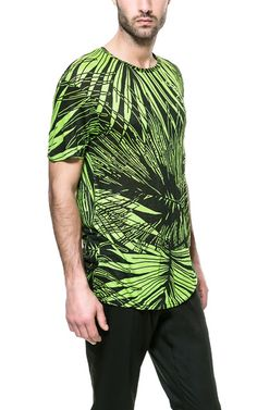 T - SHIRT PRINT ALLOVER - T - shirts - Homme | ZARA France #Tendance #Tropical…