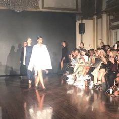Supple modest and elegantly modern. @jeffrytan 2018 collection finale at Los Angeles Fashion Week that just happened. Congratulations dear fashion fellow Jeffry Tan.  via ELLE INDONESIA MAGAZINE OFFICIAL INSTAGRAM - Fashion Campaigns  Haute Couture  Advertising  Editorial Photography  Magazine Cover Designs  Supermodels  Runway Models
