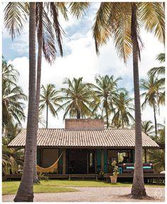 Com esse calor que anda fazendo por todo canto, só conseguimos pensar em relaxar, descansar, praia…Que seja só no sonho ou por imagens, já que a maioria já viu as férias acabarem faz tempo…Então,hoje resolvemos inspirar a todos com essa casa de praia linda, charmosa, que fica em Fortaleza, na aldeiaa de Icaraizinho de Amontada …