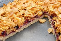 This delicious chocolate silk pie with a peanut butter granola topping has a gluten free oat cookie crust and an amazingly rich chocolate filling. Easy Tart Recipes, Tray Bake Recipes, Sweet Recipes, Baking Recipes, Dessert Recipes, Flour Recipes, Huevos Napoleon, Delicious Chocolate, Delicious Desserts