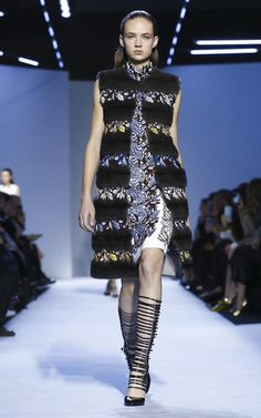 Giambattista Valli Look 9 on Moda Operandi