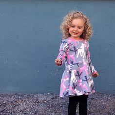 Kuviolliset joustocolleget - PaaPii Design Purple, Pink, Blue, Book Worms, Design, Pink Hair, Viola, Roses