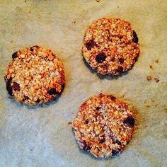 Wat een ontdekking zijn deze koeken! Zo makkelijk, zo lekker, zo gezond :) Ze lijken me ook fantastisch als ontbijt. Tip: maak direct de d... Good Healthy Recipes, Healthy Sweets, Healthy Breakfast Recipes, Healthy Baking, Sweet Recipes, Healthy Snacks, Baking Recipes, Snack Recipes, Tasty Bites