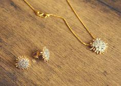 Gold Jewelry Design In India Jewelry Design Earrings, Gold Earrings Designs, Gold Jewellery Design, Jewlery, Fashion Necklace, Fashion Jewelry, Tanishq Jewellery, Gold Jewelry Simple, Trendy Jewelry