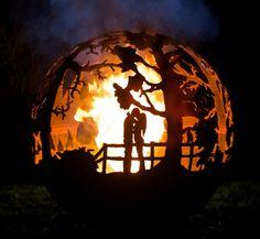 16 sculptures métalliques qui révèlent leur splendeur lorsqu'elles sont enflammées