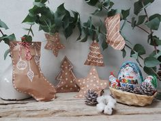 Creazione di #Progetti #Creativi con prodotti #Kinder per Natale 2016  #ContentCReation #DIY #ChristmasDIY #ChristmasDecorationDIY #ChristmasTreeDecor Christmas Time, Christmas Crafts, Garden Landscaping, Christmas Stockings, Wraps, Gift Wrapping, Holiday Decor, Decorating, Advent Calenders