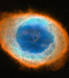 M 57 NGC 6720  La nébuleuse Annulaire de la Lyre, The Ring Nebula  dans la constellation de la Lyre [ Lyr ]  Distance (2,000 a.l.)