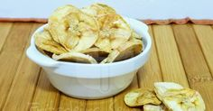 Apple Cinnamon Crisps Ingredients: 2 apples, deseeded and thinly ml lime juice½ tsp cinnamon powder Method: Soak the apple slices in lime Sprinkle the cinnamon powder on the apple Preheat the Philips Air Fryer at 120 degree Air Fryer Deals, Healthy Fries, Multi Cooker Recipes, Electric Air Fryer, Air Frier Recipes, Fried Bananas, Banana Chips, Cooking Recipes, Healthy Recipes